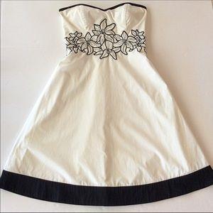 WHITE HOUSE BLACK MARKET STRAPLESS WHITE DRESS 2